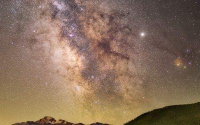 """Gneča na nebu: 6 planetov v znamenju kozoroga (9.2.-11.2.) in splošen pomen """"stiskanja planetov"""" ?"""